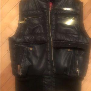 🗣Black vest-Apple Bottom